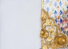 Estuque floral dourado com o mosaico de vidro Foto de Stock