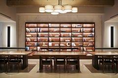 Esvazie a área de encontro de plano aberto em locais de negócio modernos fotos de stock royalty free