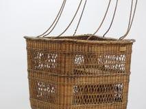 Esvazie a cesta do balão de ar quente no fundo branco fotos de stock royalty free