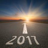 Esvazie a estrada aberta a próximo 2017 no por do sol idílico Fotografia de Stock Royalty Free