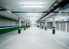Esvazie a garagem de estacionamento subterrânea Fotografia de Stock