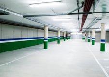 Esvazie a garagem de estacionamento subterrânea Fotografia de Stock Royalty Free