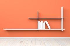 Esvazie a luz interior - prateleira branca branca da sala alaranjada e fl de madeira Fotografia de Stock Royalty Free
