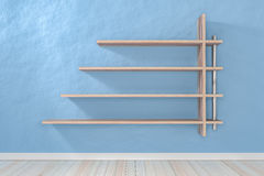 Esvazie a luz interior - prateleira branca branca da sala azul e floo de madeira Fotografia de Stock