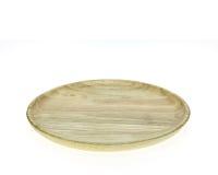 Esvazie o prato de madeira liso isolado no fundo branco imagens de stock royalty free