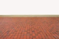 Esvazie o teste padrão alaranjado do assoalho de telhas no ângulo de visão do olho Foto de Stock Royalty Free