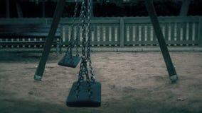 Esvazie os balanços que balançam no campo de jogos filme