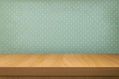 Esvazie a tabela de madeira sobre o papel de parede do vintage com um teste padrão da chuva Imagens de Stock
