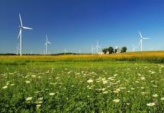 Esverdeie a energia de vento fotografia de stock royalty free