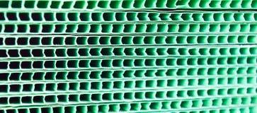 Esverdeie o fundo abstrato listrado tecido do grunge grade metálica Imagens de Stock