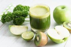 Esverdeie o suco vegetal Foto de Stock Royalty Free