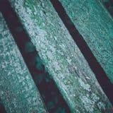 Esverdeie a opinião resistida do close up às pranchas verdes de madeira de um ben Fotos de Stock