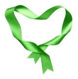 Esverdeie, quadro da forma do coração da fita de seda torcida Foto de Stock