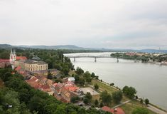 Esztergom, ciudad en el Danubio, Hungría fotografía de archivo