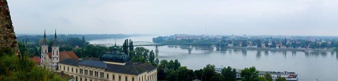 Esztergom Fluss panoramisch lizenzfreies stockfoto