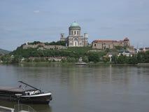 Esztergom Ungern - basilika Arkivbilder
