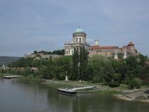 Esztergom Ungern - basilika Arkivfoto