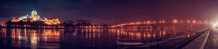 Esztergombasiliek en Maria Valeria-brug, rode filter stock foto