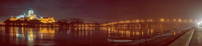 Esztergombasiliek en Maria Valeria-brug, rode filter stock afbeeldingen
