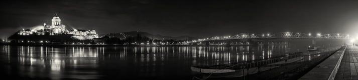 Esztergombasiliek en Maria Valeria-kleurloze brug, stock afbeeldingen