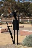 Et al beeldhouwwerk met emoeveer in slouchhoed bij het oorlogsgedenkteken door t wordt en wordt gecreeerd ontworpen dat stock foto
