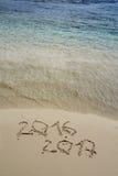 2016 et 2017 ans sur la plage de sable Photo stock