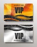 Or et cartes argentées de VIP avec le fond abstrait Images stock