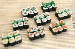 Et délicieux studio rentré par sushi préparés photographie stock