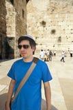 Touriste au mur occidental Photographie stock