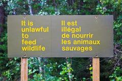 Et il est illégal pour alimenter le signe de faune Images stock
