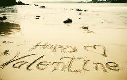 et x22 ; Jour de valentines heureux ! et x22 ; écrit en sable Image libre de droits