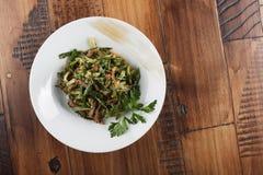 et x22 ; Lazzat& x22 ; - salade traditionnelle d'Ouzbékistan Photographie stock libre de droits