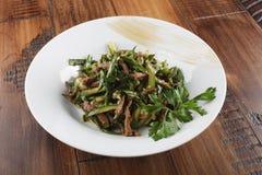 et x22 ; Lazzat& x22 ; - salade traditionnelle d'Ouzbékistan Images libres de droits