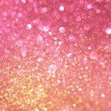 Or et lumières abstraites de bokeh de rose. Photographie stock libre de droits
