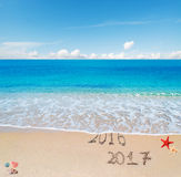 2016 et 2017 sur la plage Photographie stock libre de droits