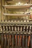Etagenbetten und Gewehre im Truppentransport WWII Liberty Ship Stockbilder