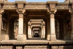 Etapa de Adalaj bem em Ahmadabad, Índia fotografia de stock royalty free