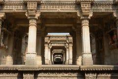 Etapa de Adalaj bem em Ahmadabad, Índia foto de stock royalty free