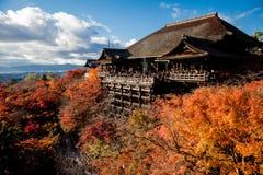 Etapa de Kiyomizu-dera con colores de la caída Imagen de archivo libre de regalías
