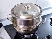 Etapa de procedimento de fazer a receita da bolinha de massa do zhonzi ou do arroz, o vapor e a fervura em Dragon Boat Festival imagem de stock royalty free