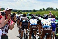 Etapa 3 del Tour de France 2014 (Cambridge a Londres) con los espectadores que toman las fotos del peloton Imagenes de archivo