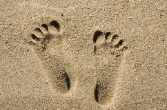 Etapa do pé na textura do fundo da praia da areia fotografia de stock royalty free