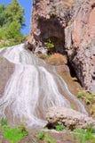 Etapa superior de la cascada en Jermuk, Armenia Foto de archivo libre de regalías