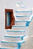 Etapas brancas com pintura azul Fotografia de Stock
