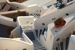Etapas brancas e cinzentas em Oia, Santorini, Grécia Fotos de Stock Royalty Free