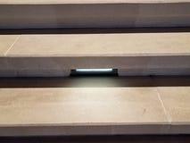 Etapas cinzentas ou escadas do cimento com luz ou iluminação fotos de stock royalty free