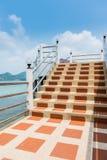 Etapas concretas e trilhos da escada Foto de Stock