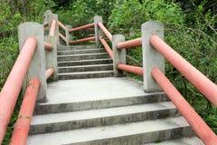 Etapas concretas exteriores da escadaria Fotos de Stock Royalty Free