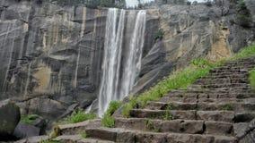 Etapas da rocha e uma cachoeira foto de stock royalty free