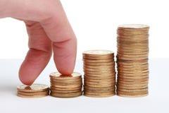 Etapas das moedas com dedos Foto de Stock